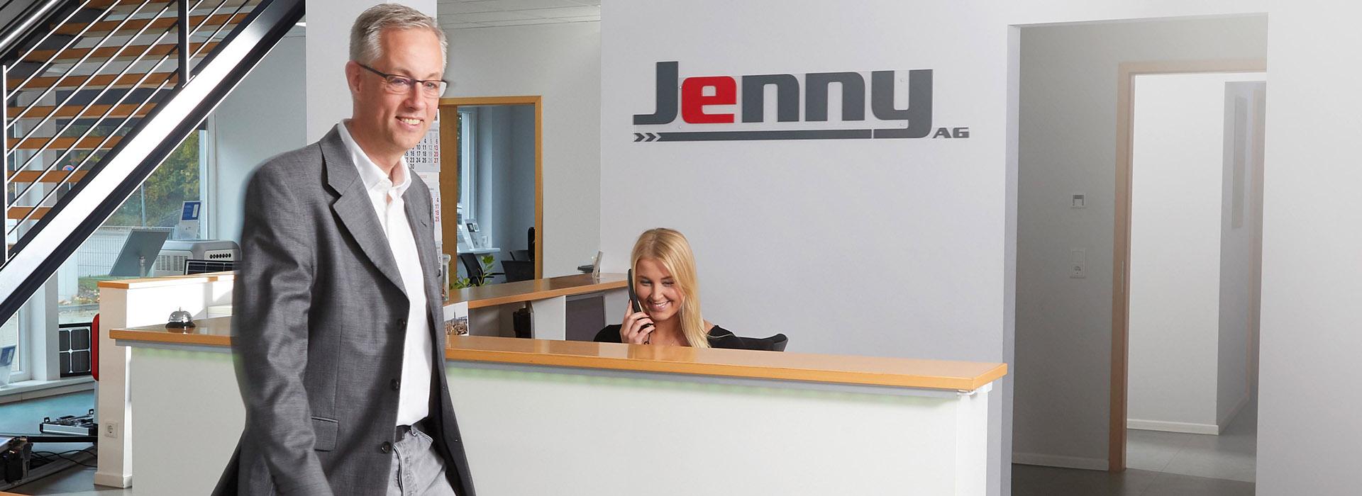 Herr Jenny und seine Mitarbeiterin im Empfang. (Energielösungen/ Recruiting)